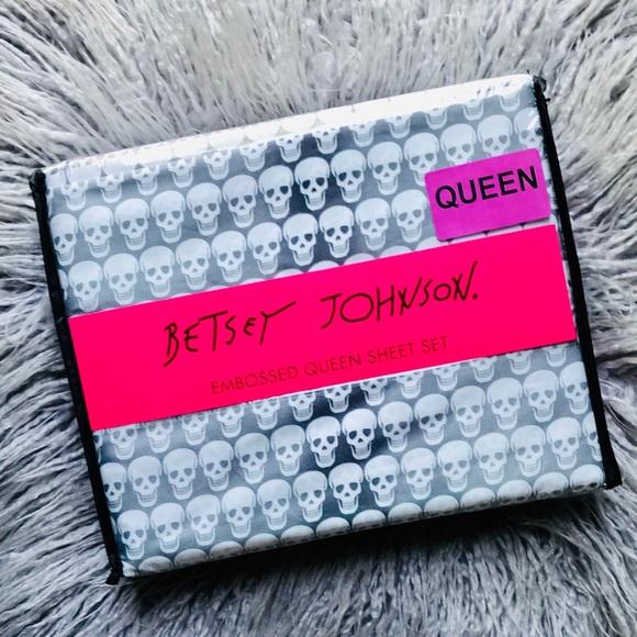 Betsey Johnson Other - Betsey Johnson Gray White Ombré Skull Queen Sheets